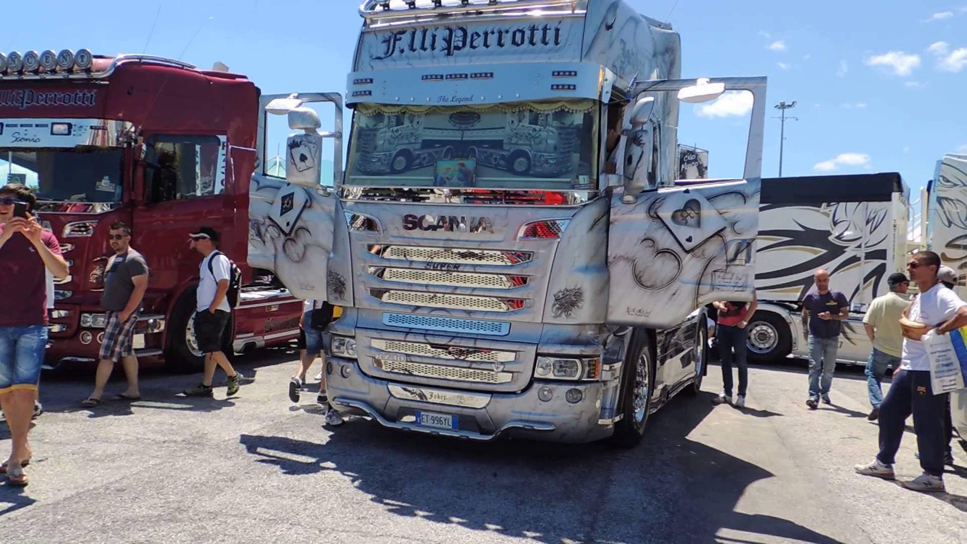 Tuning joker professione camionista - Foto di grandi camion ...