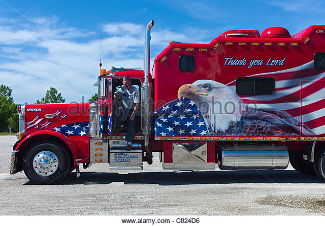 usa-missouri-route-66-pacific-area-a-beautifully-decorated-truck-c824d6