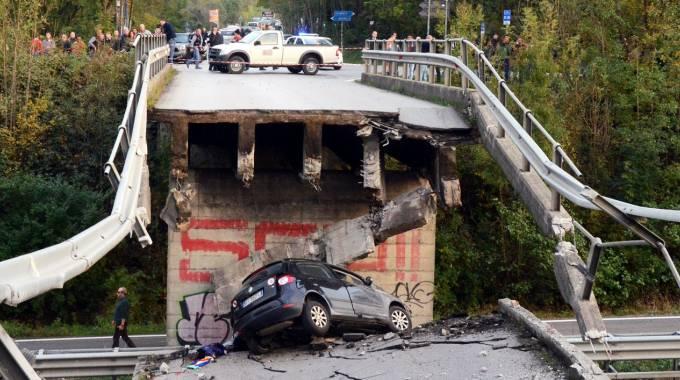 Ancona: crolla un cavalcavia, 2 morti